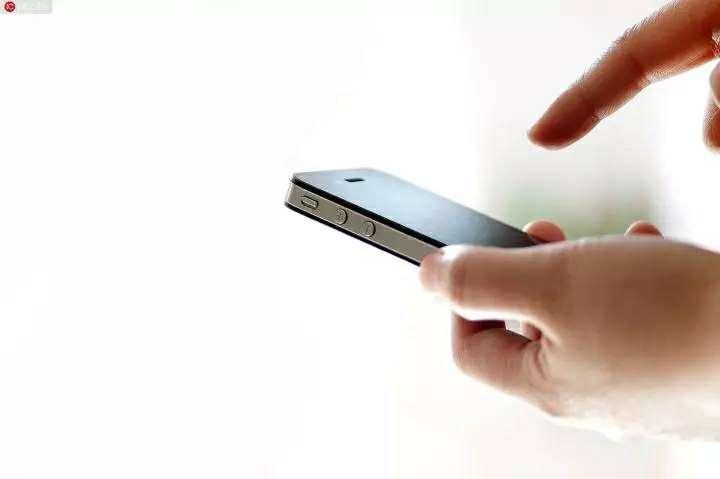 小偷入室盗窃把自己银行卡和手机掉在作案现场,结果……