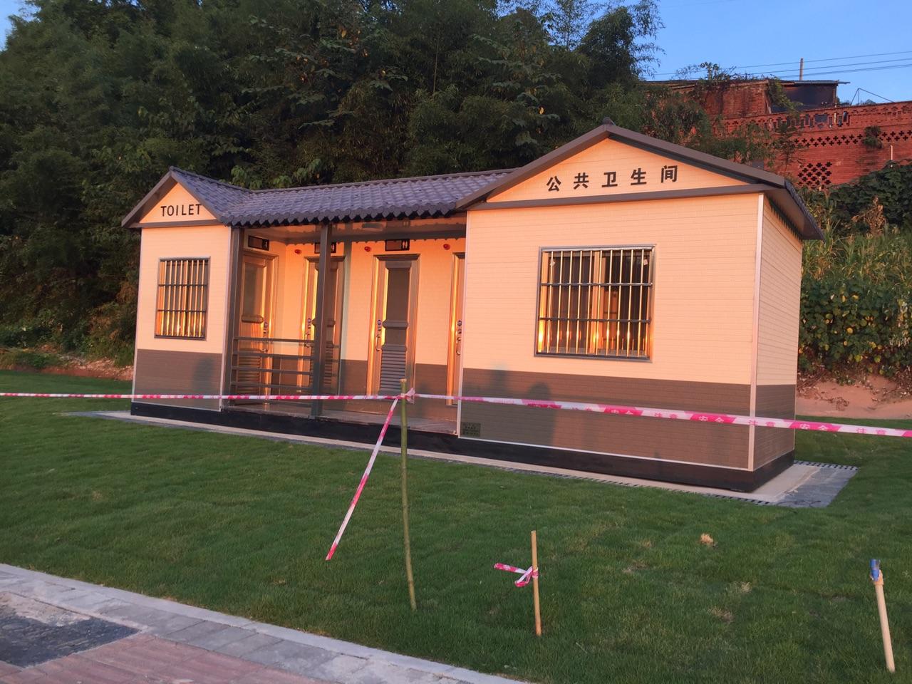 梁平司马山这里公厕修好了,纳凉的人越来越多了