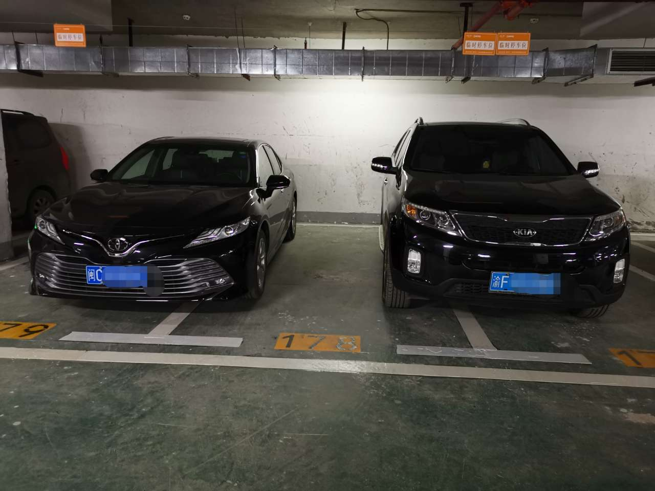 美丽泽京车库一车占两位,我有钱了也买两个车位停一辆车